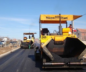 A USAID study tour demonstrated to local road construction companies such as the Papenburg/Adriani Company (shown here construct