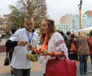 NGO volunteers consult on modern reproductive health choices during the Mistechko USAID information fair in Vinnytsia.