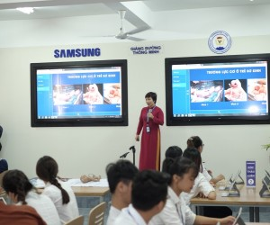 Ms. Nguyen Thi Binh - Faculty of Thai Nguyen University of Medicine and Pharmacy (TUMP) gives a lecture in new redesigned classr