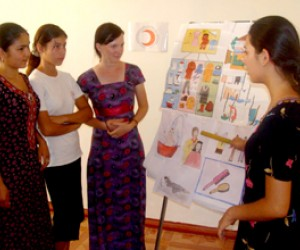 Participants of a seminar on community health at the Beyik Turkmenbashy resource center.