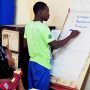 Young Nigeriens discuss leadership at a training of entrepreneurs in Maradi