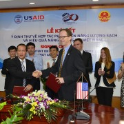 USAID Mission Director Joakim Parker (right) and Vietnam's Vice Minister of Industry and Trade Cao Quoc Hung at the signing even