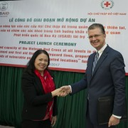 U.S. Ambassador to Vietnam Daniel J. Kritenbrink (right) and Vietnam Red Cross President Nguyen Thi Xuan Thu at the launch.