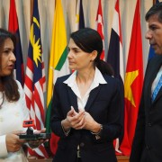 U.S. Ambassador to the Association of Southeast Asian Nations (ASEAN) Nina Hachigian, center, discusses technology with Victor M