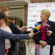 USAID Armenia Mission Director Karen Hilliard answering questions of the media at the launch ceremony.