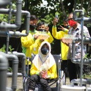 Students in Wonojati, Malang, learn about hydroponic farming