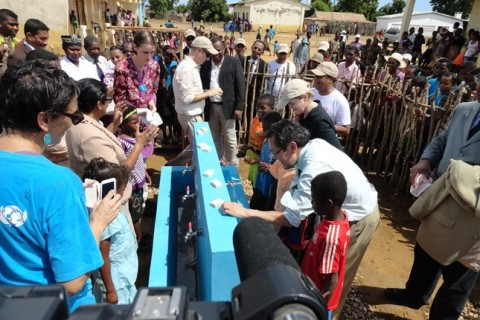 US Ambassador Robert Yamate and USAID Mission Director Susan Riley inaugurate the new water supply system in Milenaky