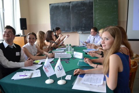 Student teams from Minsk and Vitebsk State Technological Universities improve negotiation skills in a business game.