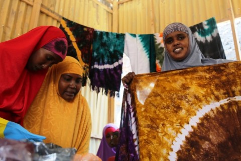 "Fatuma ""Nunay"" Yusuf, 28 years old, is one of 87 women enrolled in WFP's Voucher for Training tie-dye courses in Mogadishu."