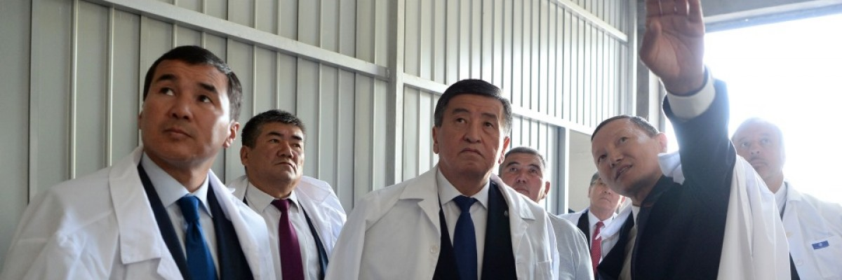 President Jeenbekov Tours the New Oil and Garlic  Processing Facility in Uzgen