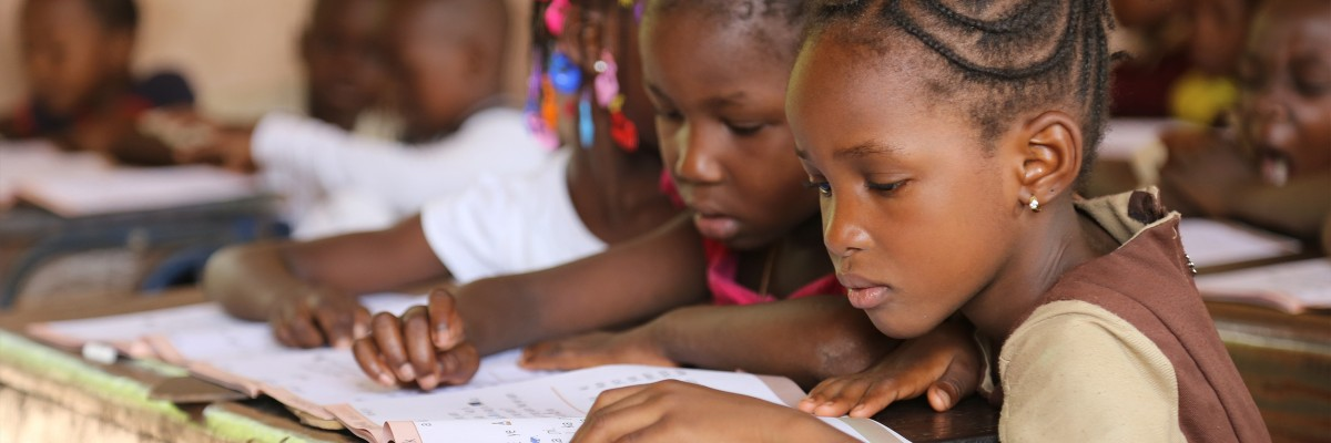Students learn during reading class at Darsalam School in Bamako, Mali under the Selective Integrated Reading Activity.