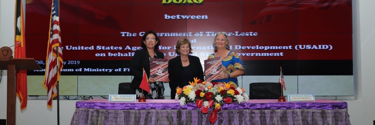 Timor-Leste Interim Ministry of Finance (left), USAID Mission Director Diana B. Putman (right) and U.S. Ambassador Kathleen M. Fitzpatrick (center) signed the Development Objective Agreement Amendment at Ministry of Finance Cris/USAID
