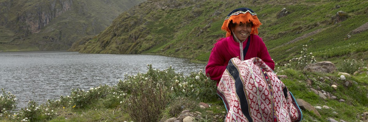 Women from high Andean communities work in water conservation through ancestral customs