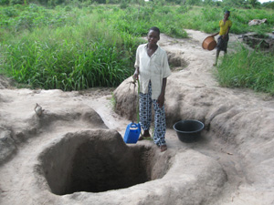 In Mopeia district, water was taken from rivers and unprotected wells, increasing the risk of cholera and other water-borne dis