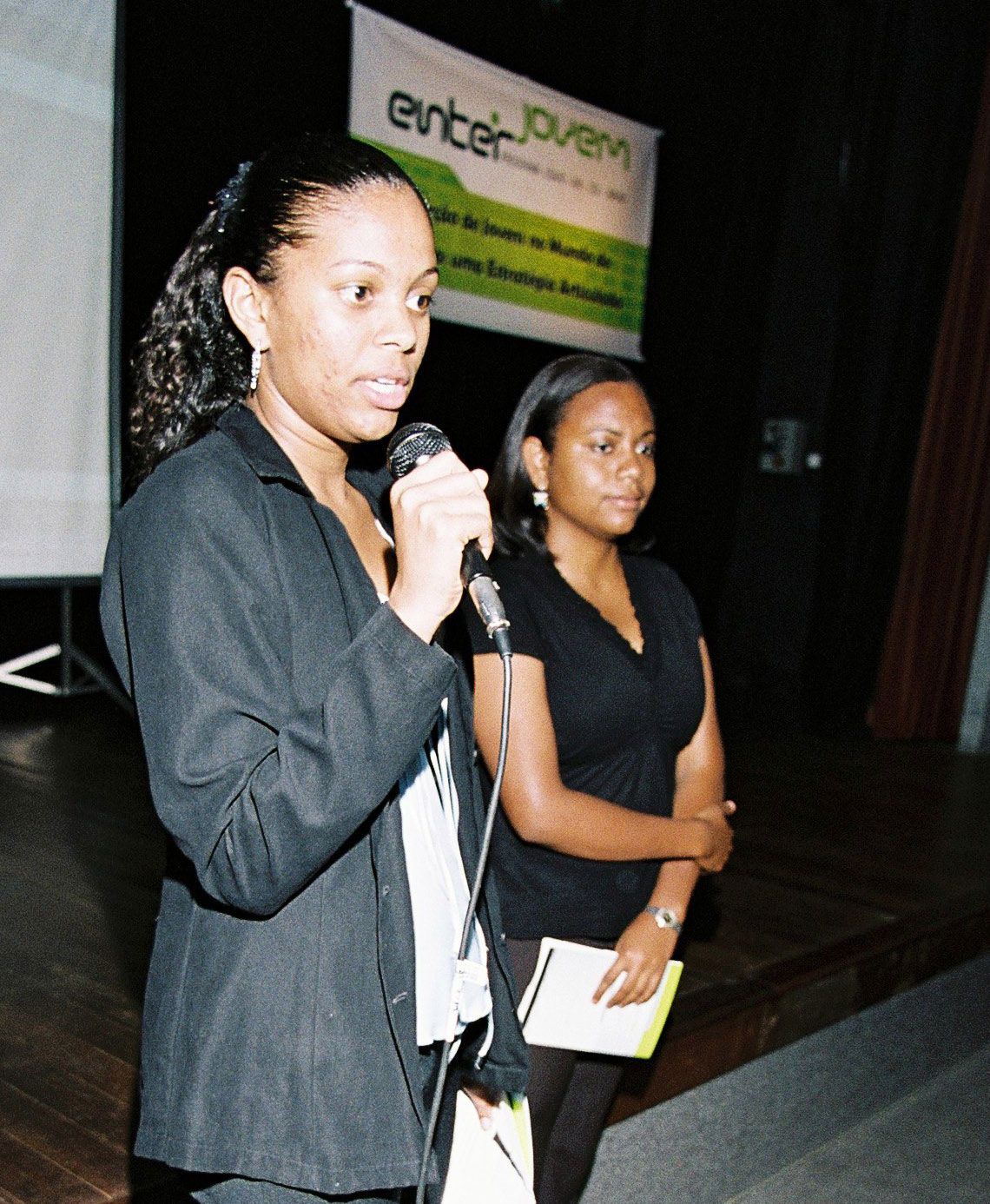 Jamile Ferreira describes her experience finding work at an Enter Jovem conference.