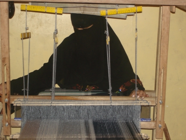 """Balagh Ahmed Abdullah learns to weave a traditional Yemeni """"ma'awez"""" in a USAID- funded training program."""