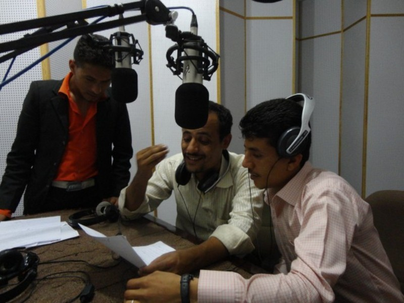 Young Yemenis engage listeners in a discussion about the future of their government and nation.